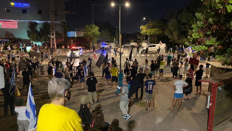הפגנות מחוץ לביתו של בני גנץ