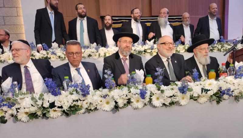 יונתן פולארד יחד עם ראש ישיבת מרכז הרב והרב הראשי
