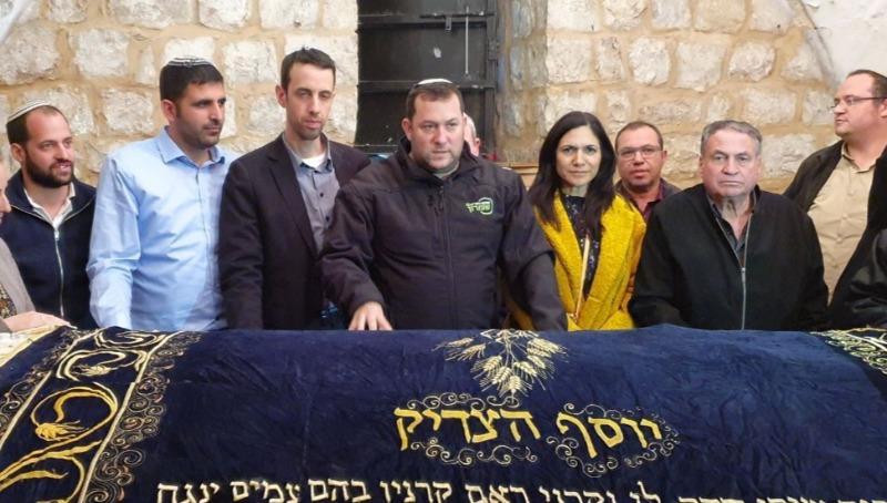 יוסי דגן בקבר יוסף