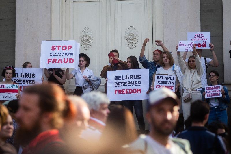 רוצים לסיים את שלטון לוקשנקו. הפגנות תמיכה בלטביה