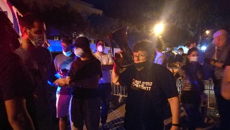 ההפגנה מול בית אסתר חיות