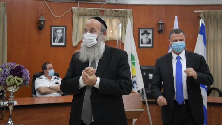 ראש העיר בני ברק אברהם רובינשטיין ושר הבריאות יולי אדלשטיין