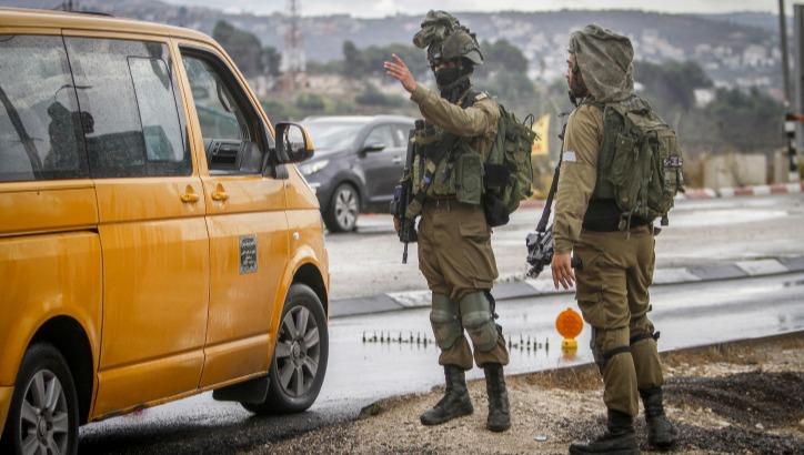 חיילים ליד מחסום חווארה, בחודש שעבר