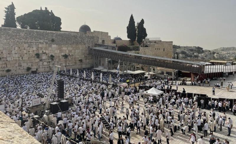 תפילת יום ירושלים בכותל המערבי, הבוקר