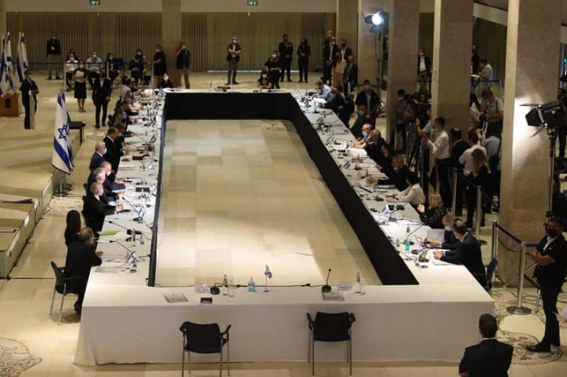 ישיבת הממשלה באולם שאגאל