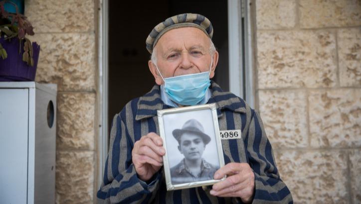 """יוסף קליינמן ז""""ל במדי האסיר מהגטו"""