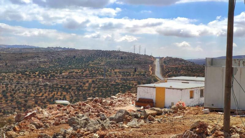 אביתר, ברקע הכביש לכיוון בקעת הירדן