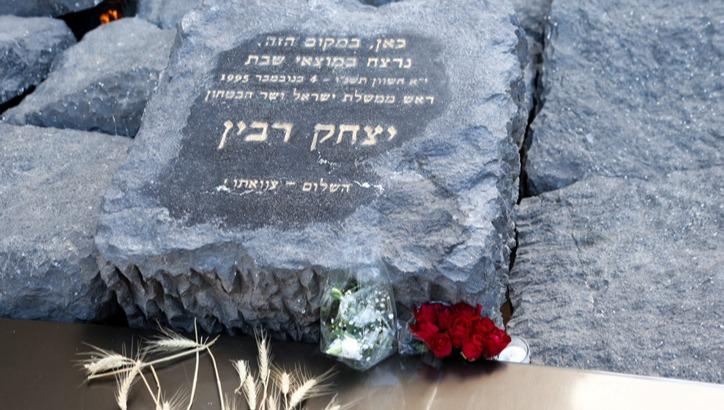 """נכדו של יצחק רבין: """"גם אתם מבינים שהרעיון ההזוי שאדם אחד ניצב מעל המדינה - שייך לעבר"""""""