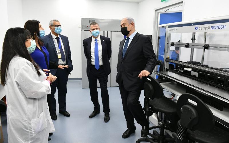"""ראש הממשלה, שר הבריאות ושר התחבורה במעבדת הקורונה בנתב""""ג"""