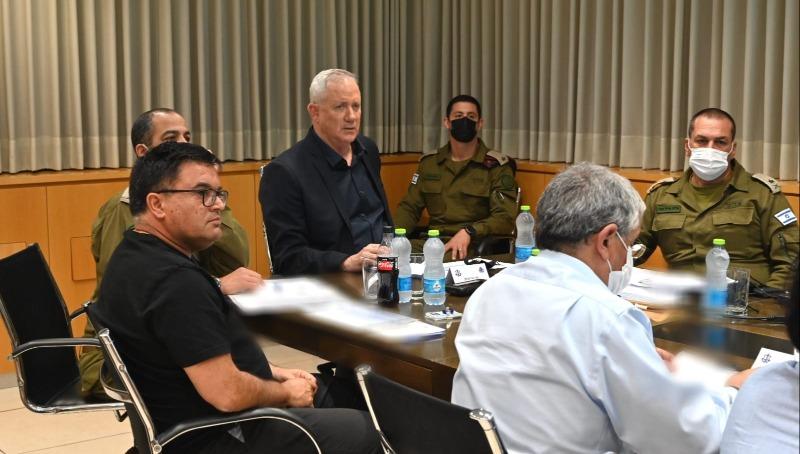 גנץ, ביטון והמשתתפים בדיון