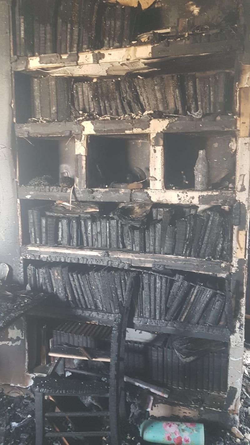 ארון הספרים השרוף