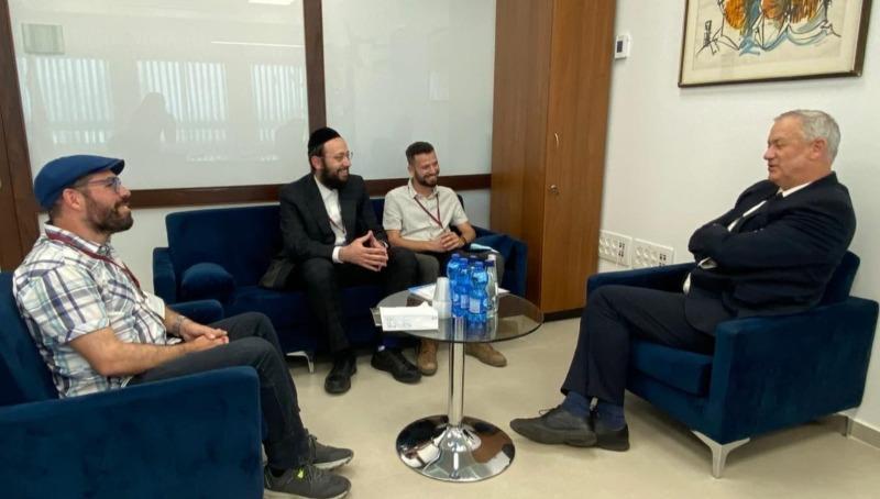 גנץ בפגישה עם נציגי פורום המשפחות