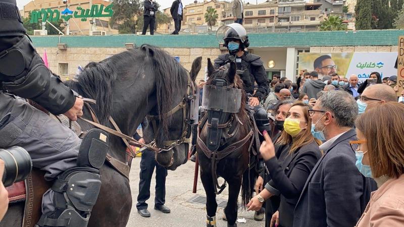 התפתחו עימותים בין המפגינים למשטרה במקום