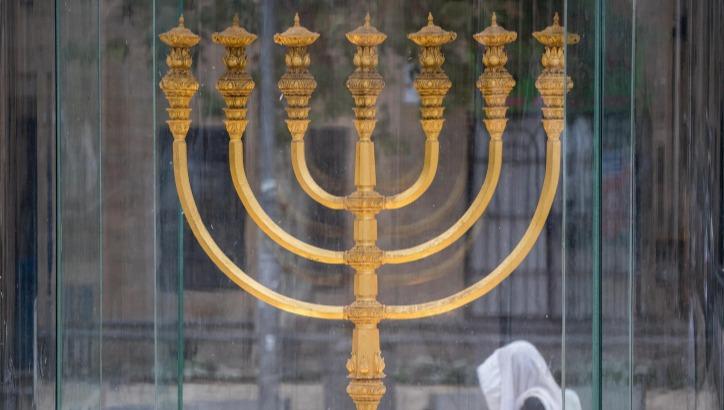 שחזור של מנורת המקדש.
