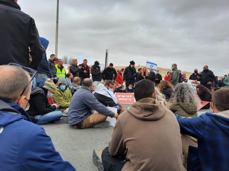 המפגינים חסמו את הכביש