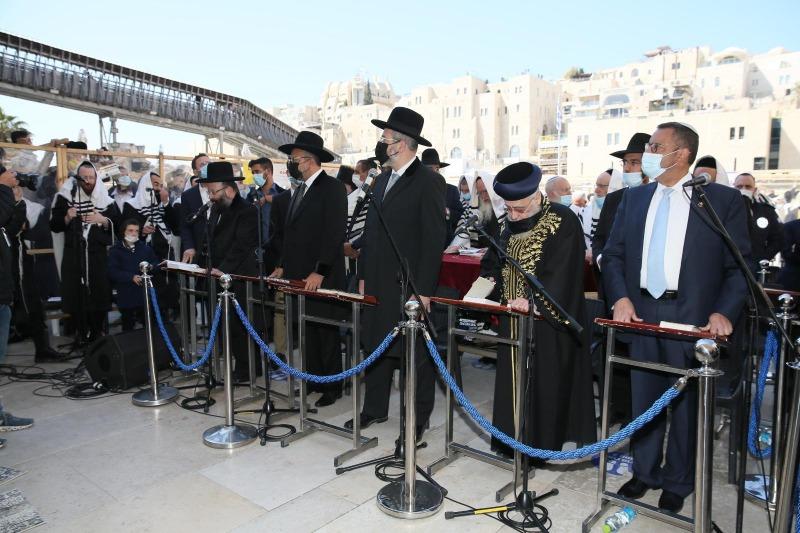 הרבנים ואישי הציבור שהגיעו למעמד ברכת הכהנים