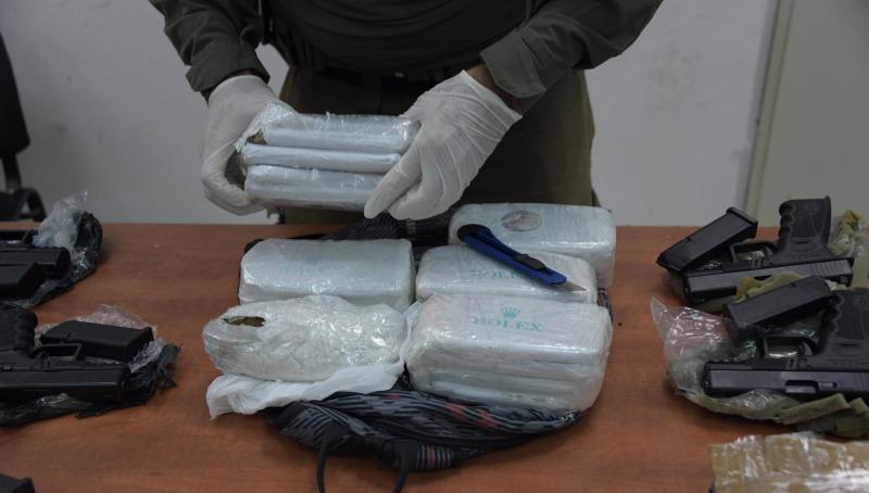 הסמים והנשקים שנתפסו