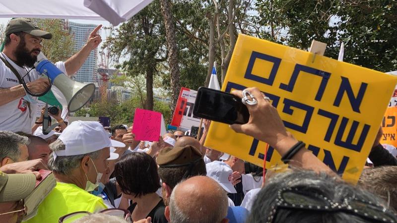 ההפגנה מול משרד הביטחון, אתמול.