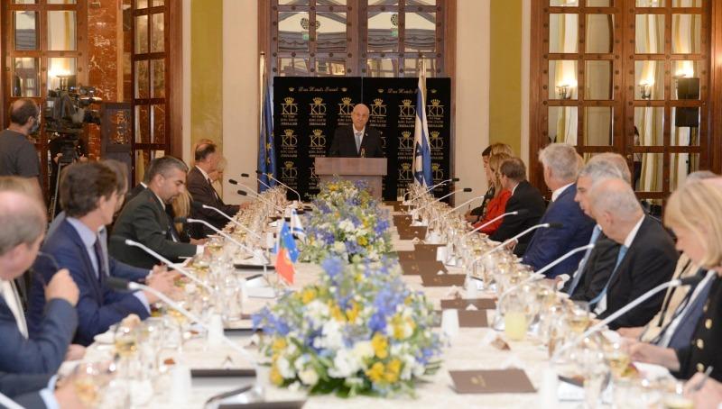 הנשיא והשגרירים, היום