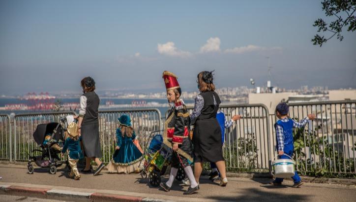 מתחפשים בפרים בשכונת הדר בחיפה