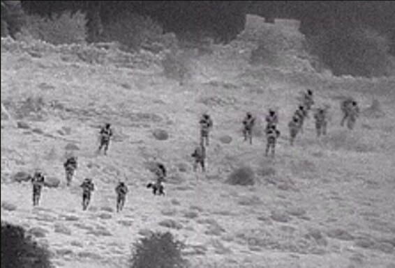 חיילי צהל בדרך אל המוצב הסורי