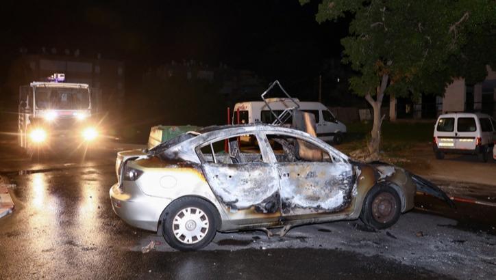"""מכונית שנשרפה ע""""י פורעים"""