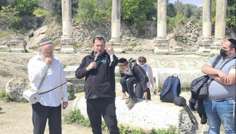 ראש מועצה אזורית שומרון יוסי דגן בשומרון העתיקה