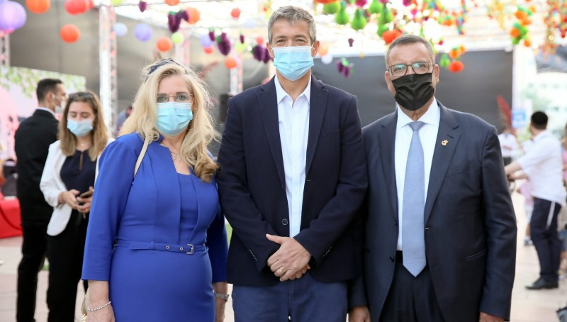 ראש העיר ירושלים ורעייתו אירחו רבבות אורחים בסוכה בכיכר ספרא