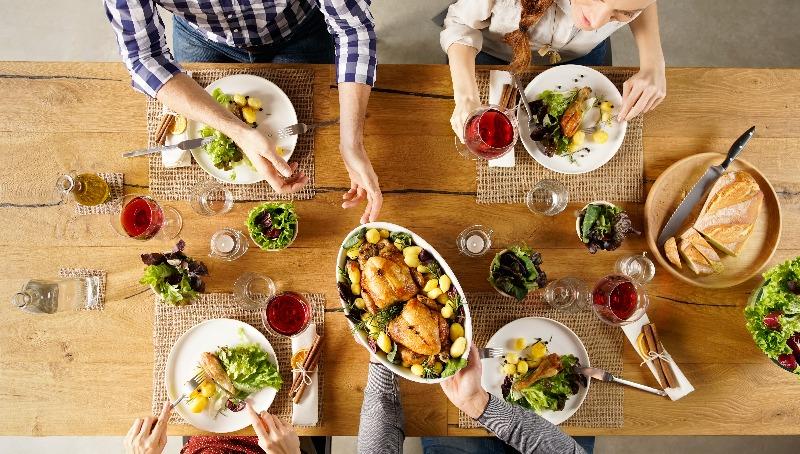 מה אוכלים בסעודה מפסקת   שלוש מנות- חמשת אבות המזון