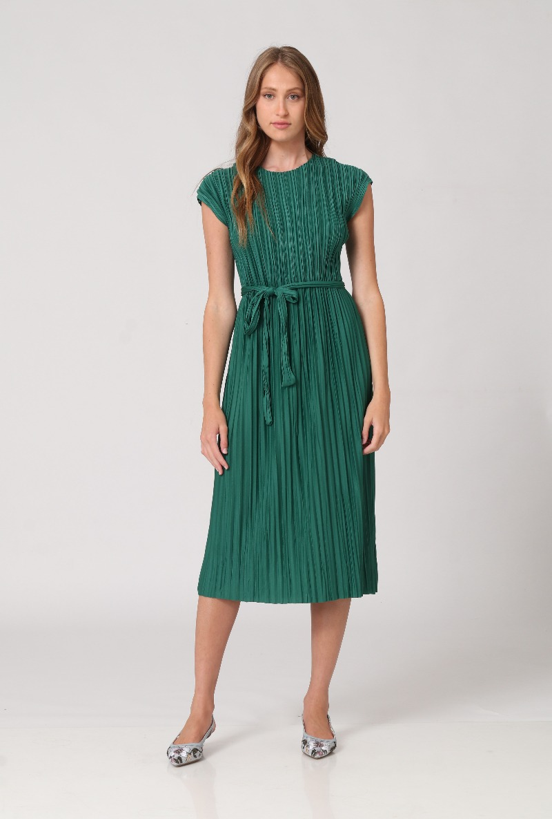 שמלת פליסה של המותג קאלה