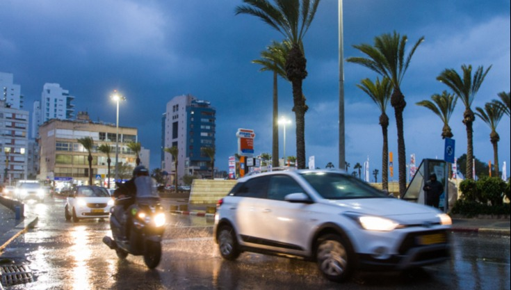 מתי צריך להדליק אורות ברכב גם ביום?