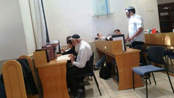 הרב יעקב אריאל בישיבת רמת גן
