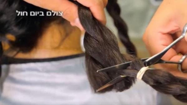 מתחילים בגזירת השיער