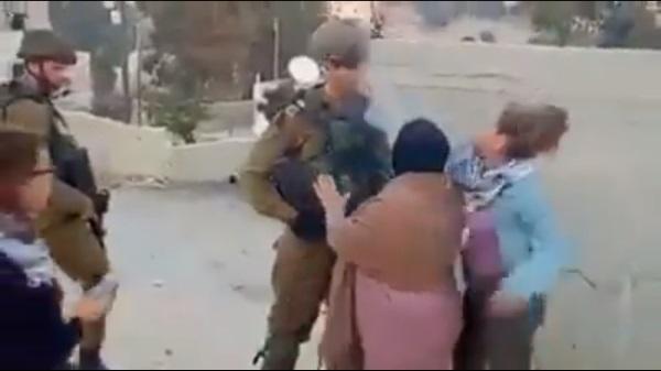 הערביה סוטרת לחייל