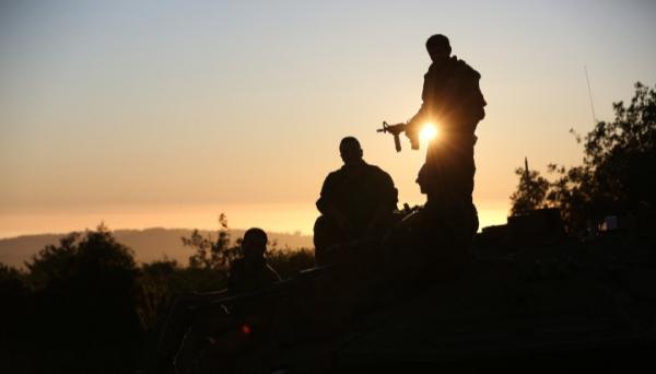 """תנועה חשודה בגבול לבנון: צה""""ל ירה פצצות תאורה"""