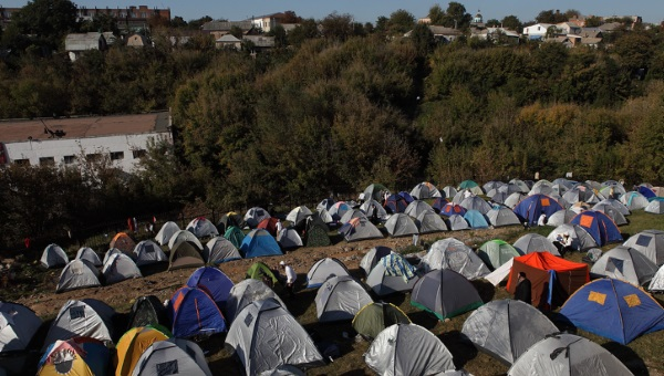 אוהלים סמוך לקברו של רבי נחמן