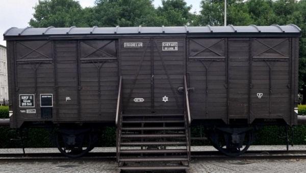 רכבת במחנה ריכוז