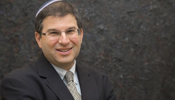 תוקף את הרבנות. הרב פרבר