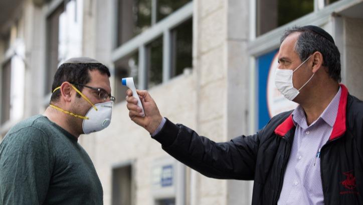 בדיקות חום לגילוי קורונה. למצולמים אין קשר לכתבה