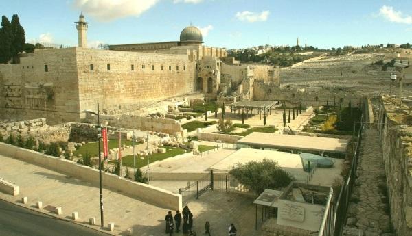לטייל בעיר העתיקה בירושלים
