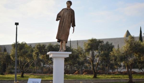 פסלה של השופטת נאור בבית המשפט העליון