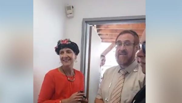 חברי הכנסת בכניסה לשער המוגרבים