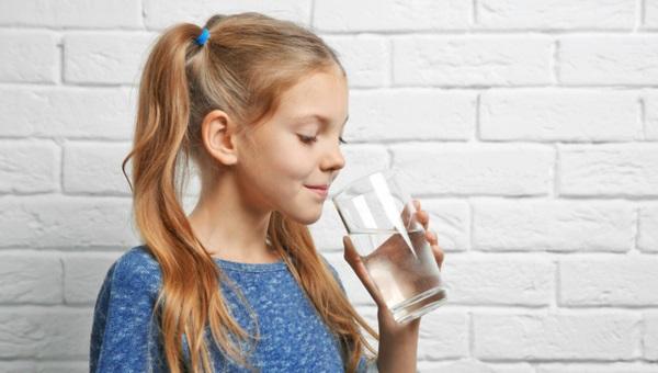 שותים מים