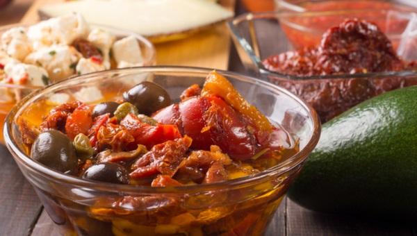 סלט פלפלים וזיתים