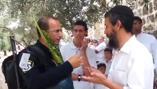 יהודה פואה מתעמת עם השוטר בהר הבית