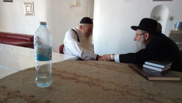 הרב נבנצאל והר שטרן במפגש ביניהם