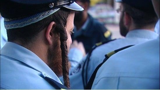 צילום מסך מתוך מאמינים במשטרה צילום: צילום מסך מתוך מאמינים במשטרה